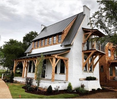 Variety of Colors Charming Exterior Design for Country Houses to Look Beautiful 06