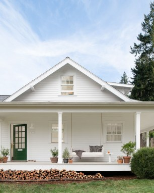 Variety of Colors Charming Exterior Design for Country Houses to Look Beautiful 15