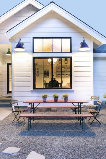 Variety of Colors Charming Exterior Design for Country Houses to Look Beautiful 16