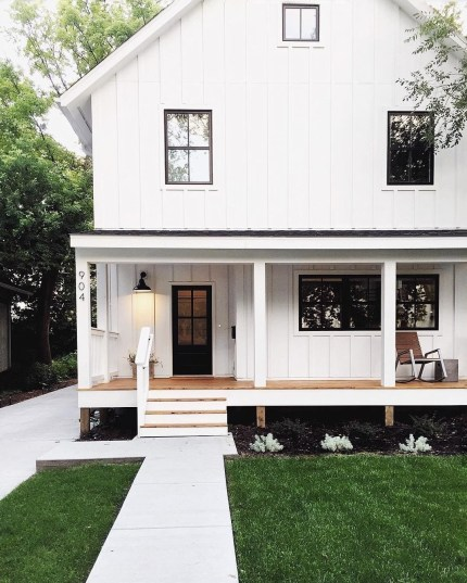 Variety of Colors Charming Exterior Design for Country Houses to Look Beautiful 19