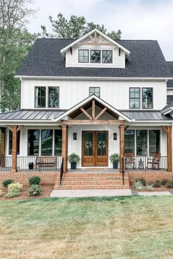 Variety of Colors Charming Exterior Design for Country Houses to Look Beautiful 22
