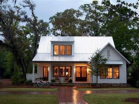 Variety of Colors Charming Exterior Design for Country Houses to Look Beautiful 37