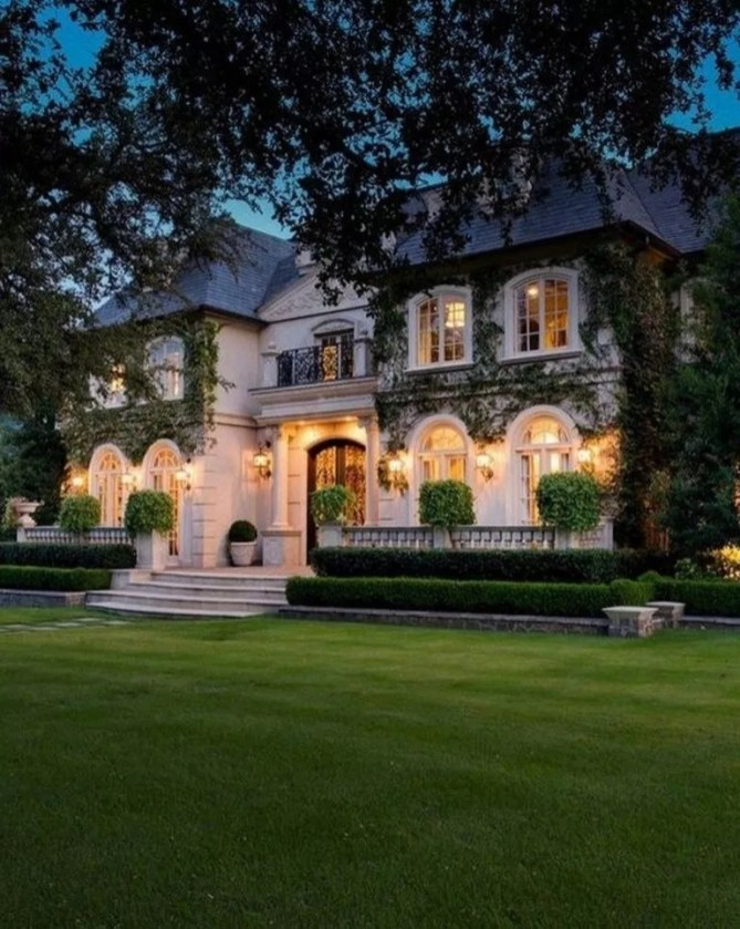 Variety of Colors Charming Exterior Design for Country Houses to Look Beautiful 48