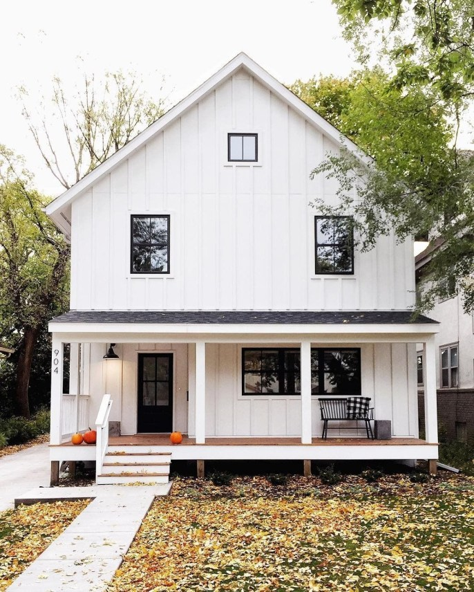Variety of Colors Charming Exterior Design for Country Houses to Look Beautiful 49