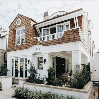 Variety of Colors Charming Exterior Design for Country Houses to Look Beautiful 54