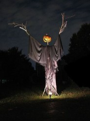 Best DIY Halloween Decorations To Perfect Your Outdoor Design 18