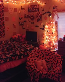 Cozy Halloween Bedroom Decorating Ideas 02