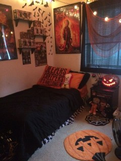Cozy Halloween Bedroom Decorating Ideas 12