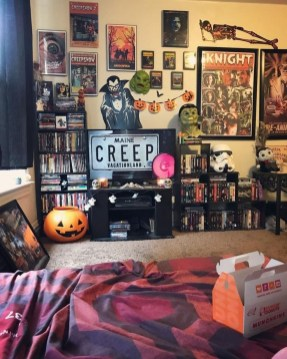 Cozy Halloween Bedroom Decorating Ideas 26