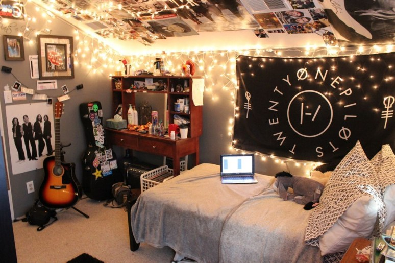 Cozy Halloween Bedroom Decorating Ideas 40