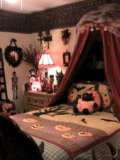 Cozy Halloween Bedroom Decorating Ideas 41