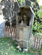 Creepy Halloween Coffin Decorations 02