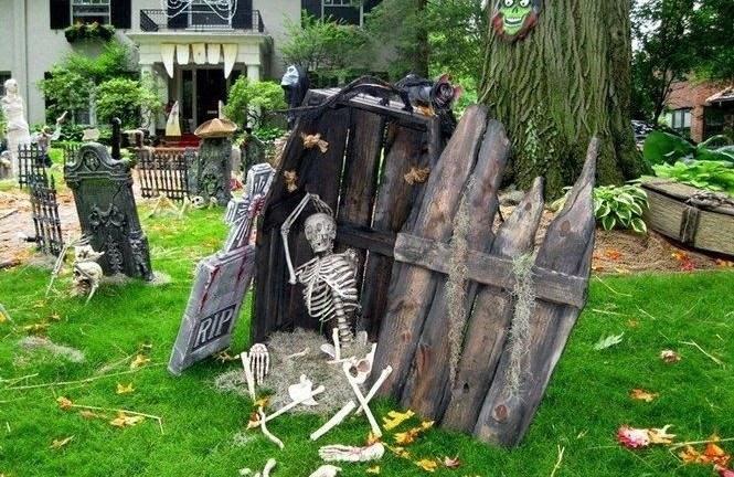 34 Creepy Halloween Coffin Decorations
