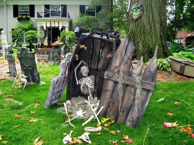 Creepy Halloween Coffin Decorations 29