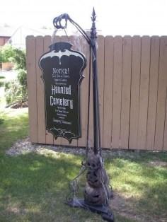 DIY Creepy Halloween Decorating Ideas Outdoors 19
