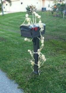 DIY Creepy Halloween Decorating Ideas Outdoors 20