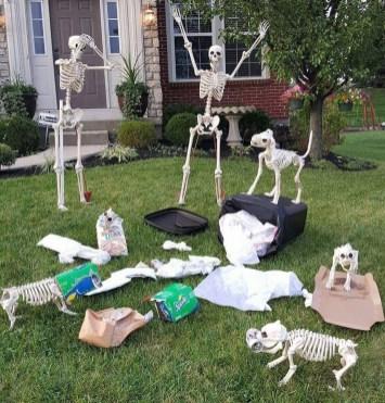 DIY Creepy Halloween Decorating Ideas Outdoors 24