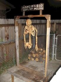 DIY Creepy Halloween Decorating Ideas Outdoors 31