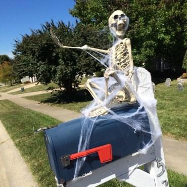 DIY Creepy Halloween Decorating Ideas Outdoors 33