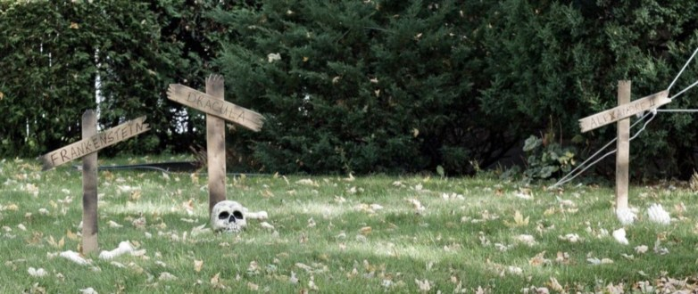 DIY Creepy Halloween Decorating Ideas Outdoors 37