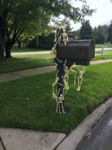 DIY Creepy Halloween Decorating Ideas Outdoors 40