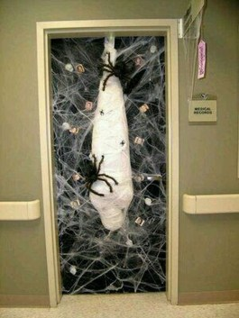 Easy and Cheap Halloween Decoration Ideas On a Budget 09