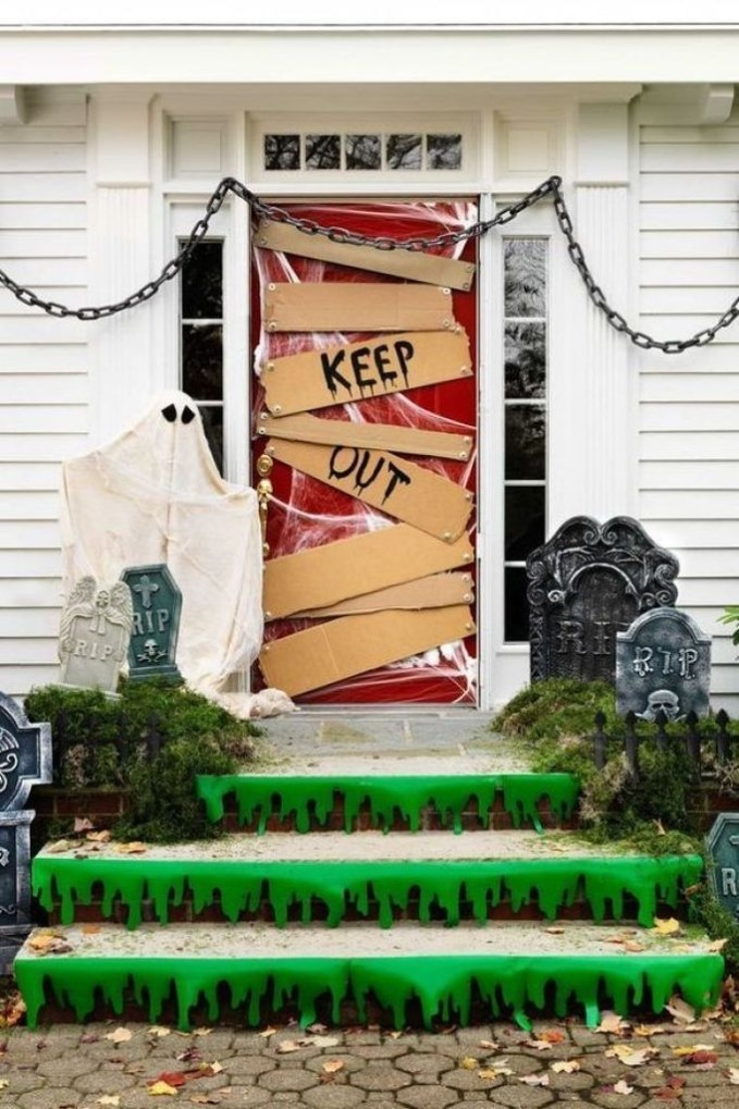 Easy and Cheap Halloween Decoration Ideas On a Budget 35