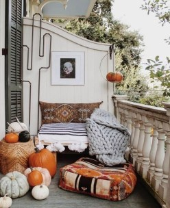Gorgeous Halloween Ideas for Apartment Balcony This year 02