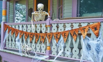 Gorgeous Halloween Ideas for Apartment Balcony This year 05