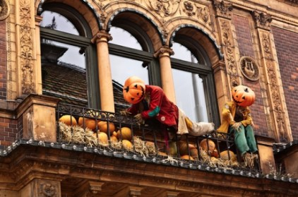 Gorgeous Halloween Ideas for Apartment Balcony This year 17