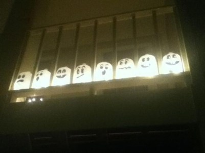 Gorgeous Halloween Ideas for Apartment Balcony This year 19