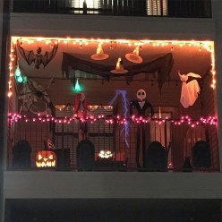 Gorgeous Halloween Ideas for Apartment Balcony This year 21
