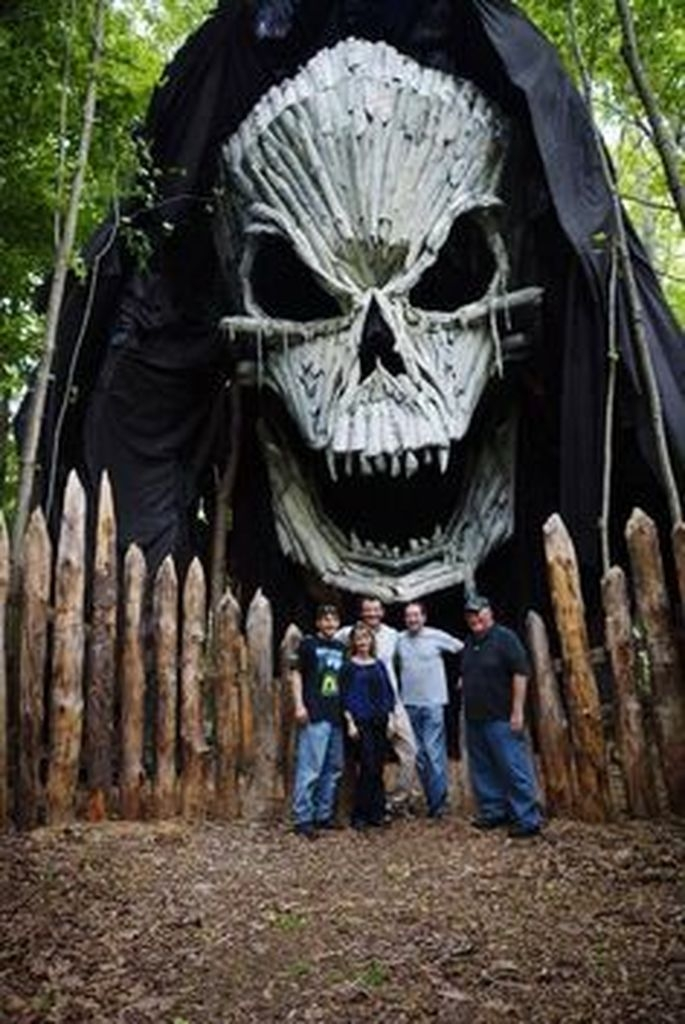 Most Amazing DIY Halloween Decoration Ideas to Make Your Outdoor Decoration More Perfect 09