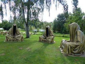 Most Amazing DIY Halloween Decoration Ideas to Make Your Outdoor Decoration More Perfect 13