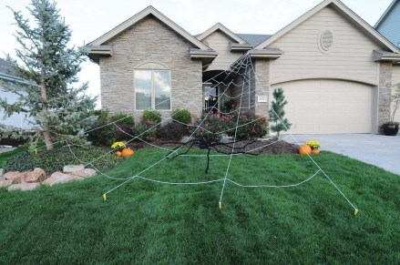 Most Amazing DIY Halloween Decoration Ideas to Make Your Outdoor Decoration More Perfect 24