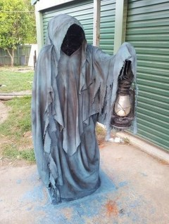 Most Amazing DIY Halloween Decoration Ideas to Make Your Outdoor Decoration More Perfect 33