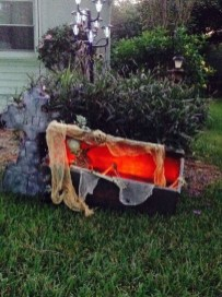 Most Amazing DIY Halloween Decoration Ideas to Make Your Outdoor Decoration More Perfect 35