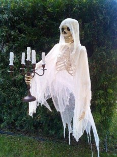 Most Amazing DIY Halloween Decoration Ideas to Make Your Outdoor Decoration More Perfect 48