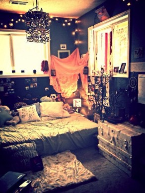 Small Bedroom Decoration with Halloween Ornament 07