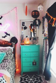 Small Bedroom Decoration with Halloween Ornament 08