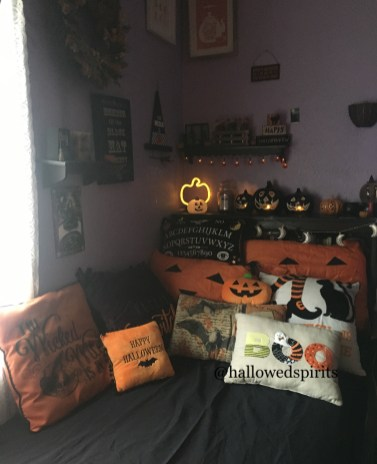 Small Bedroom Decoration with Halloween Ornament 16