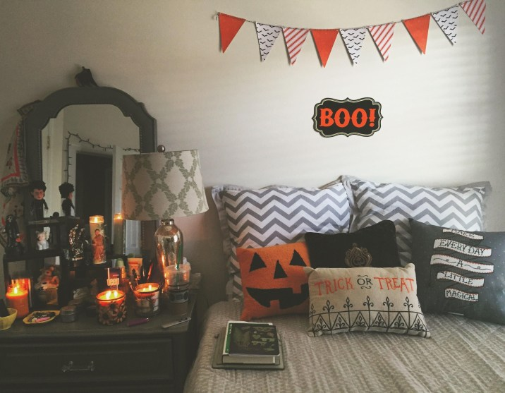 Small Bedroom Decoration with Halloween Ornament 30