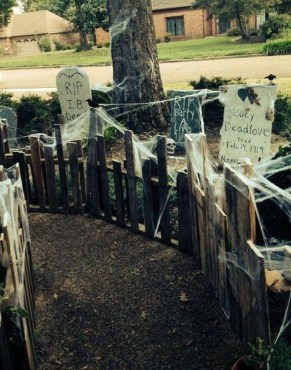 The Most Creepy Halloween Garden Decoration in Years 06