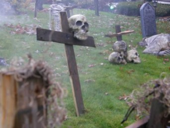 The Most Creepy Halloween Garden Decoration in Years 14