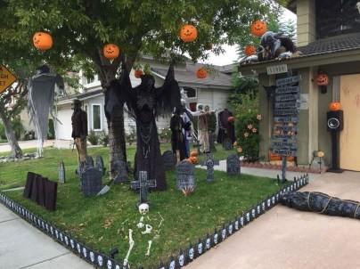 The Most Creepy Halloween Garden Decoration in Years 21