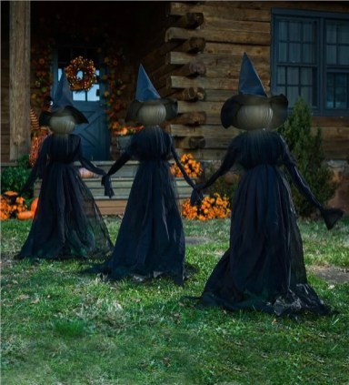 The Most Creepy Halloween Garden Decoration in Years 24