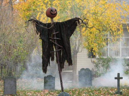 The Most Creepy Halloween Garden Decoration in Years 27