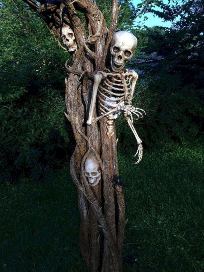 The Most Creepy Halloween Garden Decoration in Years 35