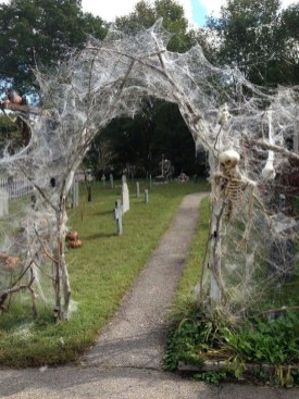The Most Creepy Halloween Garden Decoration in Years 43