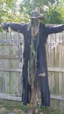The Most Creepy Halloween Garden Decoration in Years 44
